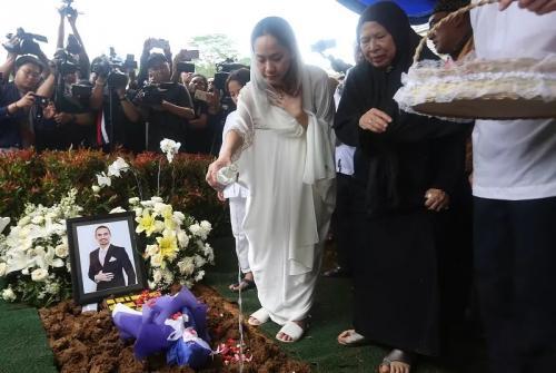 Bunga Citra Lestari di pemakaman Ashraf