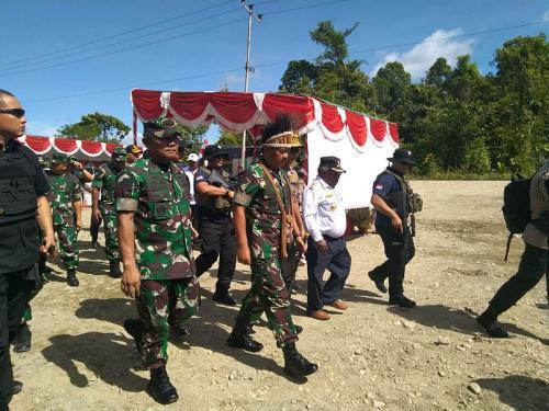 Panglima TNI dan Kapolri Terima Penyerahan Lahan untuk Pembangunan Makogabwilhan III di Mimika (foto: Okezone/Salman Mardira)
