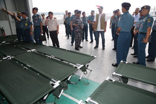 Kepala BNPB mengecek KRI Soeharso Foto: BNPB