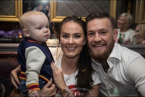 Conor McGregor, Dee Devlin dan anaknya (Foto: Instagram/@deedevlin1)