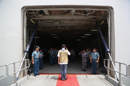 Kepala BNPB mengecek KRI Soeharso (Foto: BNPB)