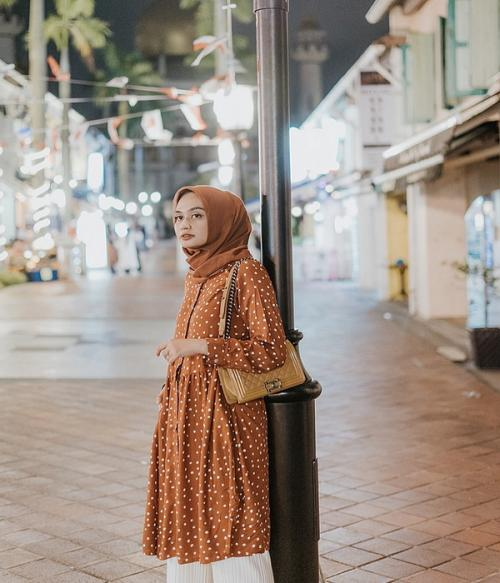 Polkadot hijab