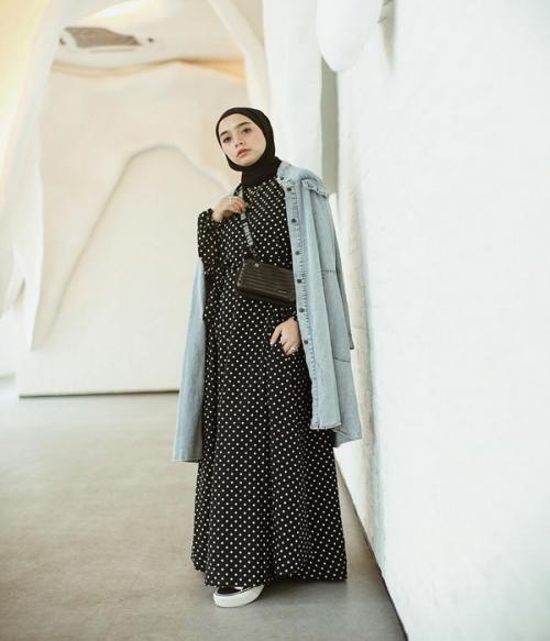 Hijab polkadot hitam