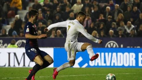 Eden Hazard beraksi pada laga Levante vs Real Madrid (Foto: Reuters)