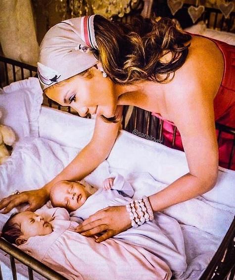 Jennifer Lopez dan si kembar