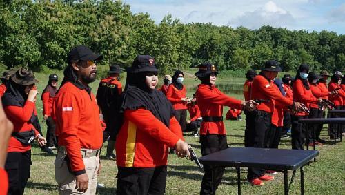 Sejumlah Polwan Antusias Berlatih Menembak di Lapangan Tembak Gunungrejo, (foto: Dokumentasi Polres Grobogan)