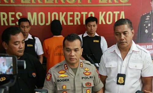 Polres Mojokerto Kota menangkap pelaku pembunuhan bocah SD (foto: Humas Polres Mojokerto Kota/Istimewa)