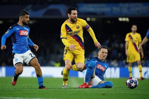 Suasana leg pertama Napoli vs Barcelona