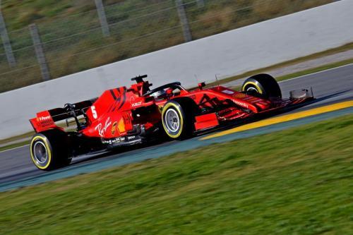 Sebastian Vettel melaju dengan SF1000 (Foto: Scuderia Ferrari)