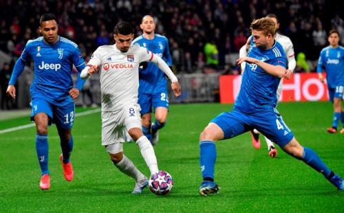 Suasana laga Lyon vs Juventus