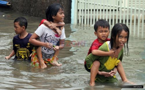Anak Main Banjir
