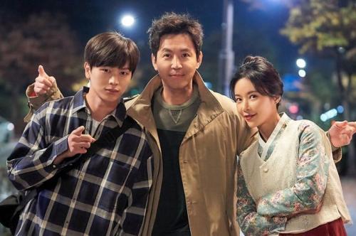 Yook Sungjae selesai syuting Ssang Gap Pocha. (Foto: JTBC)