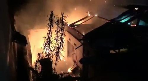 Puskesmas terbakar Foto: iNews TV