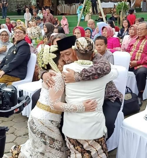 Indro Warkop di pernikahan putra bungsu mendiang Dono. (Foto: Instagram/@indrowarkop_asli)