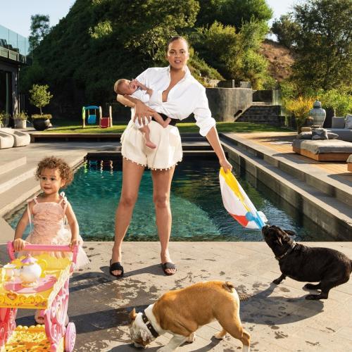 Chrissy Teigen dan anak-anak