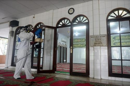 pembersihan masjid