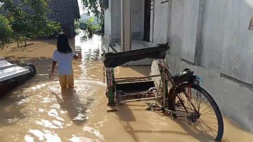 Banjir di Cirebon. (Foto: Fathnur Rohman/Okezone)