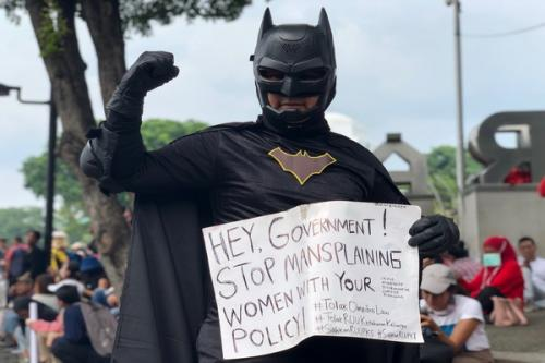 demo kostum batman