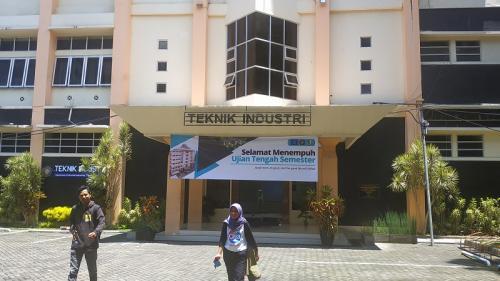Fakultas Teknik Universitas Brawijaya sepi aktivitas. (Foto : Okezone.com/Avirista Midaada)