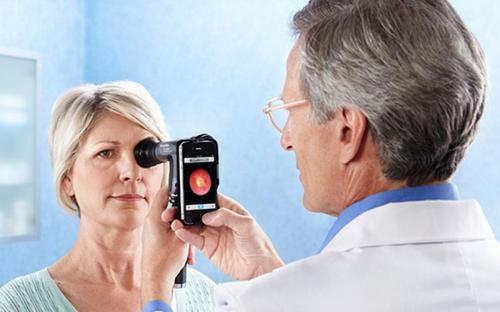 Ilustrasi tes glaukoma.