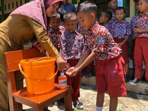 Tangkal Virus Corona, MNC Peduli Sosialisasi Cara Cuci Tangan yang Baik dan Efektif (foto: Okezone/Wisnu Y)