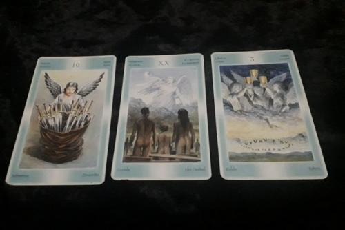 tiga kartu tarot