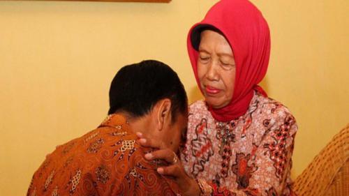 Ibunda Joko Widodo, Sri Sujiatmi Notomiharjo