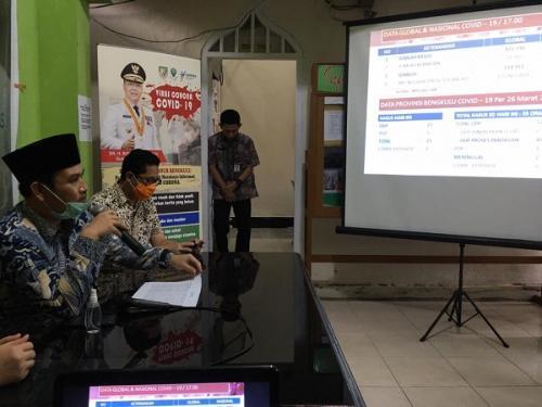 Dinkes Bengkulu konferensi pers soal update kasus corona. (Foto : Okezone.com/Demon Fajri)