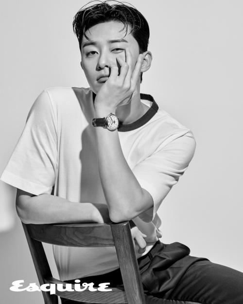 Park Seo Joon. (Foto: Esquire)