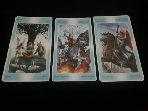 3 kartu tarot untuk menjawab pertanyaanmu.