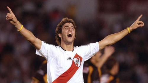 Gonzalo Higuain mengawali karier di River Plate (Foto: Goal)