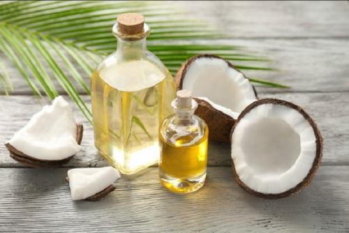 Minyak kelapa adalah makanan super yang memiliki manfaat kesehatan.