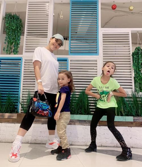 Melaney Ricardo dan anak