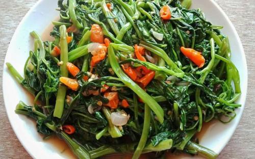 Sayur kangkung bisa dijadikan hidangan untuk santapan siang.