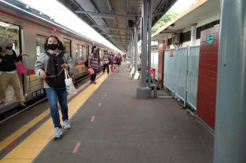 KRL di Stasiun Tangerang/Foto: Isty Maulidya