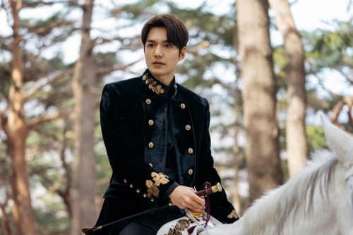Lee Min Ho dalam teaser perdana The King: Eternal Monarch. (Foto: Twitter/@SBSNOW)