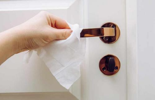 Bersihkan Gagang Pintu