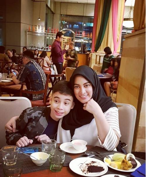 Jane Shalimar dan anak. (Foto: Instagram/@janeshalimar_1)