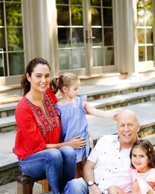 Bruce Willis dan sang istri Emma Heming bersama dua anak mereka.