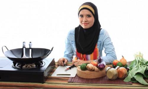 Perempuan Muslim Masak