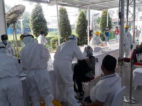 Penumpang dan petugas KRL jalani tes swab massal di Stasiun Bogor. (Foto : Ilustrasi/Ist)