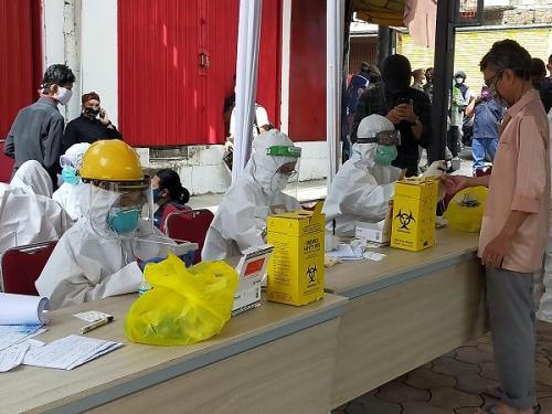 300 Pedagang dan Pengunjung Pasar Bogor Jalani Rapid Test Massal (Ist)