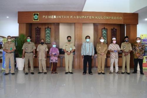 Pemkab Kulonprogo salurkan BLT Dana Desa (Foto : iNews/Kuntadi)