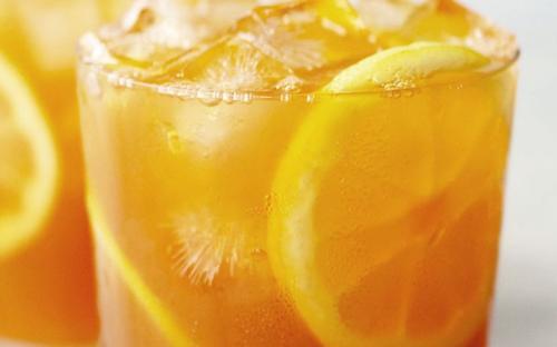Minuman dengan bahan-bahan alami baik untuk kesehatan tubuh.