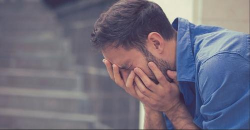 Seorang guru asal Jepang bernama Hidefumi Yoshida, mendorong orang untuk meneteskan air mata.