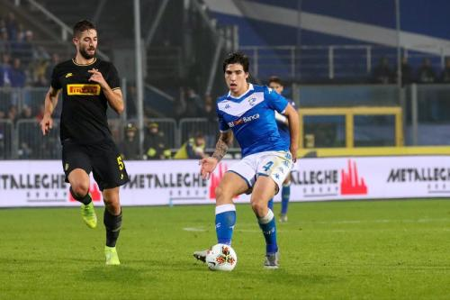 Aksi Sandro Tonali saat melawan Inter Milan