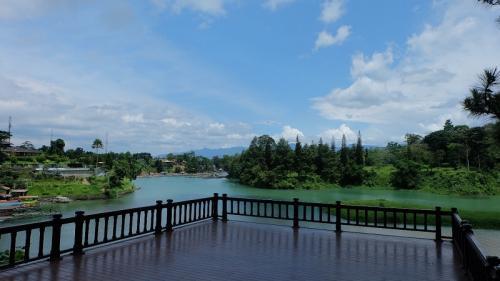 Lido Lake Resort