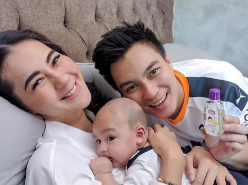 Baim Wong dan keluarga.