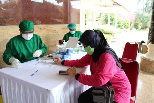 OASE dan Dharma Pertiwi menggelar rapid test massal. (Foto: Istimewa)