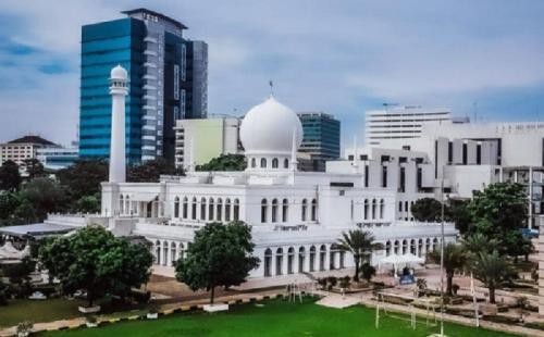Masjid Agung Al Azhar.